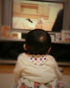 赤ちゃんのテレビ 付けっ放し